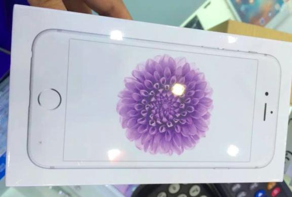 上一代旗舰iPhone 6的包装盒